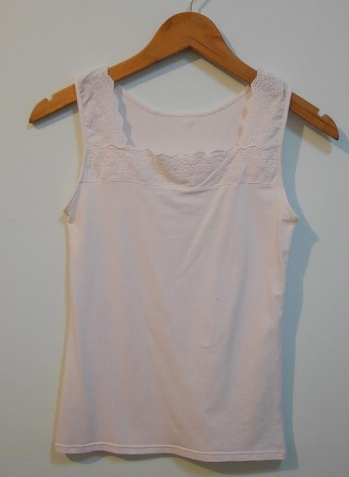 jp3578 เสื้อกล้ามสีชมพูซีด ๆ แต่งผ้าลูกไม้ รอบอก 30-32 นิ้ว